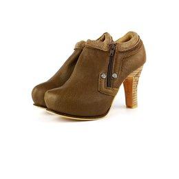 Femmes Vintage Ethtic Plain Genuine Cow Leather en cuir véritable en cuir véritable Forme intérieure Pompes haute hauteur / talons hauts / SpringFall Shoes à partir de chaussures simples talons fournisseurs