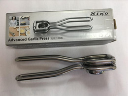 Wholesale Kitchen Gadgets Advanced Garlic Press Ginger Presses Mince and Crush Tool Home Kitchen Utensils Easy Clean and Use Stainless steel