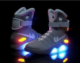 2016 Hauts Hauts MAG Glow dans le Dark Sneakers LED Lighting Bottes Chaussures pour Hommes Athletic Chaussures de course en plein air Cheap Discount Basketball Shoes à partir de lumières bottes fabricateur