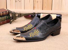 2017 los hombres hechos a mano de los zapatos oxford Nuevos zapatos de moda italianos hechos a mano de los hombres de Oxfords de los hombres Zapatos de lujo punteados de los hombres de la punta del metal del dedo del pie de los hombres más el tamaño los hombres hechos a mano de los zapatos oxford Rebaja