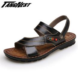 Vente en gros-TANGNEST Vente d'été Hommes Sandales Soft Sole Chaussons Sandales Solid Casual PU Cuir Plage Flip Flop Taille 38-44 XML166 à partir de semelles de pantoufles de gros fabricateur