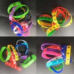 Choix de sports en Ligne-Vente en gros New Silicone Wristband Summer Camp Prize Cadeau Silicone Signe de paix coeur de sourire Bracelet de charmes Mixed Choice Styles