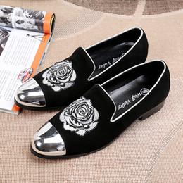 Acheter en ligne Broderie chaussures plates-Italien Style Hommes Velours Chaussures 2017 Nouveau Style Metal Toe Cuir Genuine Travail à Main Broderie Smoking Chaussure Chaussures Hommes Chaussures
