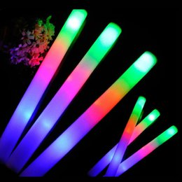 2017 flan de mousse led Vente en gros - 24Pcs / Lot Colorful Flashing LED mousse Sticks 48cm Light-Up Glow Stick Soft Rally Rave Cheer Tube Wand For Party Festival Fournitures budget flan de mousse led