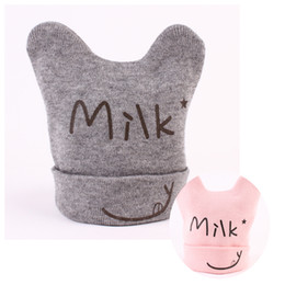 Descuento cute baby accesorios de fotografía Beanie Recién nacido Crochet Hat Baby Cap Orejas Leche Letra Invierno Fotografía Apoyos Cute Girl Boy Infant Moda Hot Sale