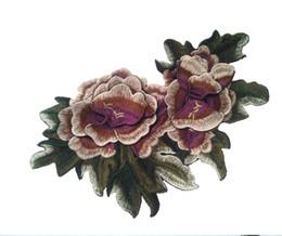 2017 cosiendo flores 3d Los remiendos del bordado 1pcs rojos / púrpura cosen en remiendo de la flor 3D con la hoja para los bolsos de tela que cosen el accesorio de la ropa de las nociones