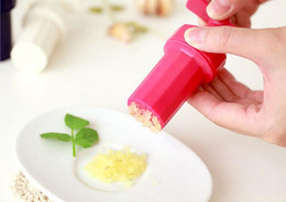 Wholesale New Kitchen Ginger Garlic Manual Press Twist Cutter Crusher Cooking Tool Plastic Garlic presses Blenders peeler