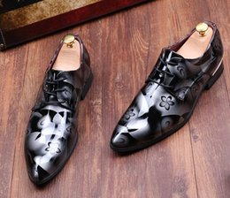 Promotion la conception de chaussures de couleur La NOUVELLE conception unique de mode qui imprime le marié frais chausse les chaussures d'habillement des chaussures de mariage de chaussures de mariage des hommes de chaussures de cuir des hommes la couleur 4 cc793