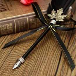 Grossiste Vintage Antique Mode Quill Goose Plume Black Dip Pen Styles Set Avec Bouteille D'encre Cadeau De Mariage Papeterie Novelty à partir de wedding feather pens wholesale fabricateur