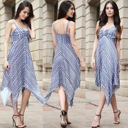 Женщина в платье разделась фото фото 29-463
