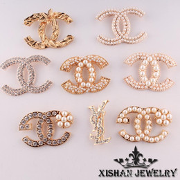 Wholesale 2016 Hot Sell Pearl Crystal Brooches and Pins Golden Beautiful Party Queen fashion jewelry pearl brooch refined luxury letters brooches