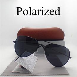 Espejo de cristal clásico en venta-Las mujeres clásicas de los hombres polarizaron las gafas de sol UV400 El resplandor antideslumbrante protege los vidrios solares del piloto del deporte de la pesca Los vidrios del espejo que cubren con la caja de cuero de la caja