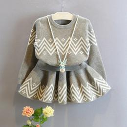 Descuento faldas para las muchachas de los niños Niño femenino twinset 2016 de la niña del bebé de la manera del otoño hecho punto del twinset de la falda half-length corta del suéter del niño del suéter