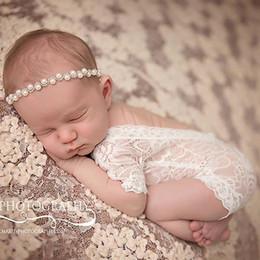 Descuento cute baby accesorios de fotografía New Newborn Lace Rompers Bebé Fotografía Props Ropa Cute Infantil Niño Trajes Cien Amaterasu Bebés Chica Romper Blanco Negro A6252