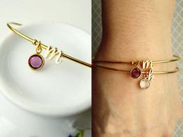 2017 Bijoux populaires Bracelet en argent sterling original et en pierre de naissance Bracelet en or argenté Bracelet en or Silver Date Cadeau personnalisé à partir de bracelets de charme initiales fabricateur