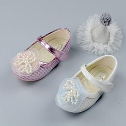 Sandalias de perlas flores en Línea-Zapatos de los bebés zapatos de princesa de la flor de la perla Nuevos 2017 Niños de la sandalia de las flores de la princesa del resorte de las flores grandes redondos una correa de los zapatos de la sandalia del botón A6409