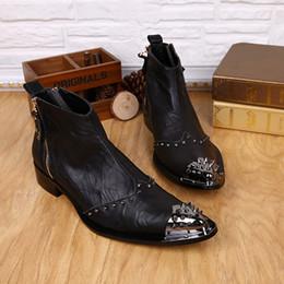 Descuento botas altas de tacón hombres señalaron dedos de los pies Remaches Metal Toe Hombres Botas Botas de cuero genuino Negro Botas altas Botas de tobillo dedo del pie puntiagudo Zapatos planos de otoño para los hombres de negocios de la boda