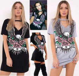2017 mini-roches Impression Punk Rock N Roll Eagle Halter T-shirt Robe Femme Été 2017 Manches courtes Casual Loose Mini Robe noire Sexy V Neck Dress peu coûteux mini-roches