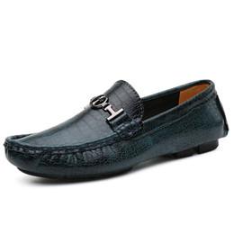 Descuento los hombres hechos a mano de los zapatos oxford Nuevos zapatos planos casuales de los hombres de 2017 Zapatos de conducción hechos a mano del cocodrilo de los holgazanes del cuero genuino Oxfords de lujo que casan los zapatos CD1616