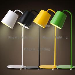 2017 mesa moderna habitación lámparas Contemporáneo contraído lámpara de escritorio de LED de hierro forjado el aprendizaje que el escudo de un ojo de la creatividad personal estudio de oficina de dormitorio lámparas de mesa mesa moderna habitación lámparas baratos