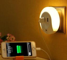 Wholesale Smart Design LED AC V Night Light with Light Sensor and Dual USB Wall Plate Charger for Bathrooms Bedroom EU US Plug