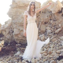2017 robe de conception de cristal courte Robes de mariée en mousseline de soie à manches courtes à encolure en V robe de conception de cristal courte à vendre