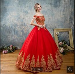 Платье с золотыми кружевами