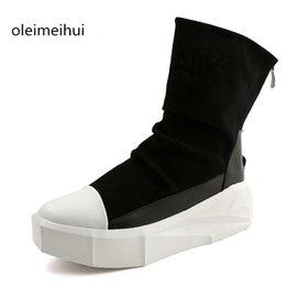 Aumento de la altura del tobillo de los zapatos de alta hombres en Línea-Venta al por mayor-Nueva Owen zapatos de los hombres Alto-TOP tobillo de lujo de los amaestradores de 8 cm de altura Aumento de la plataforma de botas de encaje-up casual Zip zapatos Negro Blanco