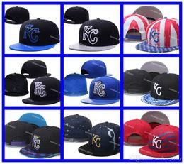 2016 sombreros de los deportes de la ciudad Venta al por mayor Azul Blanco Kansas City Royals Snapback Sombreros Logotipo Bordado Hombres Deportes Ajustable Gorras Hip Hop Flat Visor Enviar descuento sombreros de los deportes de la ciudad