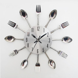 Wholesale New Design Happy Gifts Fashion Creative Modern Design Sliver Cutlery Kitchen Utensil Wall Clock Spoon Fork Clock
