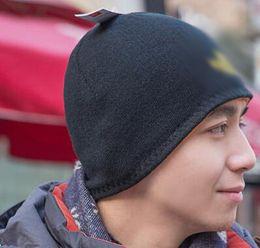 Los nuevos hombres del invierno de la llegada guardan el casquillo caliente del sombrero del invierno del Knit el doble echó a un lado el casquillo caliente holgado fornido de la protección de oído del casquillo del cráneo de la gorrita tejida que envía libremente desde gorrita tejida de punto grueso fabricantes