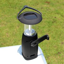 Wholesale Vente en gros Vente chaude basse consommation d énergie Portable LED extérieur lanterne manivelle solaire camping lumière pour la randonnée pêche d urgence noir