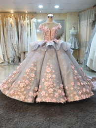 Superb Ball Gown Wedding Gowns Handmade Flowers 3D Floral Applique Puffy Princess Lace Wedding Dresses Tiered Skirts Mak Tumang Designer