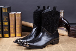 New Arrival European Black Leather Pointed Motorcycle Booties Men Short Chelsea Boots Sequined Metal Martin Booties For Men