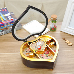 Wholesale Rotating music box desktop furnishing articles heart shaped dancing people Romantic music box of couples are gift birthday gift