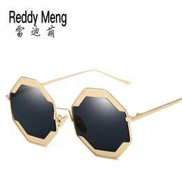 2017 new summer fashion outdoor beach UV Sunglasses Sun HD personality of men and women All-match metal frame sunglasses trends retro round
