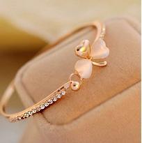 Wholesale South Korea s new white butterfly opal diamond shining inlaid sweet clover love anti fatigue wear Bracelet hand