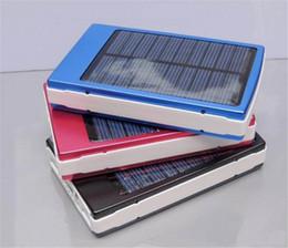 30000 мАч Солнечное зарядное устройство и аккумулятор 30000mAh панели солнечных батарей двойной зарядки Порты портативный банк силы для всех сотовых телефонов таблица PC MP3 solar panel cells deals от Поставщики клетки солнечной панели