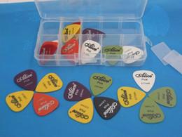 50pcs la guitarra selecciona la mezcla baja eléctrica del espesor del instrumento musical del guitarra del mediador del plectro de 1case Alicia 0.58-0.96mm Envío libre desde guitarra acústica de nylon fabricantes