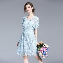 2017 Primavera Mujer Verano Agua Soluble Encaje bordado costura Slim medio vestido largo vestido de manga corta azul desde vestidos de verano de la manga medio proveedores