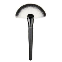 Wholesale Soft Makeup Large Fan Brush Blush Powder Foundation Makeup Tool Cosmetics Brushes Stick Powder Rendering Uniform MAS_22A