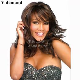 Y demanda Moda Larga Marrón Cortes de cabello Cabello Liso Destaque African American Sintéticas Ninguno Lace Full Wigs Peluca Celebrity Venta al por mayor desde pelo largo corte de pelo fabricantes