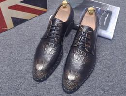 2017 los hombres hechos a mano de los zapatos oxford Los zapatos de vestido hechos a mano de los hombres, hombres Oxford del cuero genuino de la alta calidad, zapatos de cuero de los planos de los hombres liberan el envío los hombres hechos a mano de los zapatos oxford Rebaja