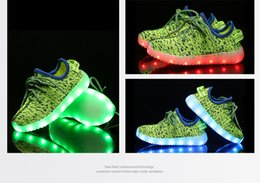 Promotion enfants enfants chaussures ailées Chaussures enfants avec LED Lights Enfants Kids Sneakers avec Wing Girls Girls Led Light Up chaussures enfant Tenis Infantil