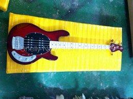 Descuento hombre de raya de música Venta al por mayor-Shelly tienda de encargo de la fábrica de la música roja StingRay 4 de las secuencias guitarra bajo 9V de la guitarra eléctrica baja de los instrumentos musicales tienda