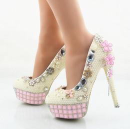 Perles de diamant hauts talons à vendre-Nouveau riz blanc perle chaussures à talons hauts tablette imperméable aux diamants roses table manuelle de tarière mariée chaussures de mariage monocristal