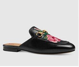 Broderie chaussures plates en Ligne-2017 Chaussures à broder nouvelle crémaillère Chaussures en cuir véritable Chaussures plates en métal Décorées en Europe Chaussons en cuir les plus populaires