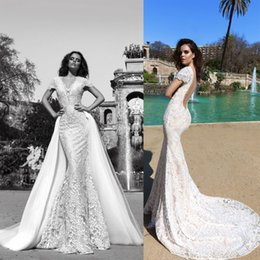 Robe de conception de cristal courte à vendre-Train détractable manches courtes robe de mariée en dentelle sans dos 2017 design en cristal nuptiale v décolleté chaple train