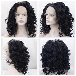 2017 cortes de pelo rizado corto para las mujeres Peluca sintética delantera del cordón Pelucas onduladas onduladas del pelo para las mujeres negras Penteados cortos Nutural Negro Color cortes de pelo rizado corto para las mujeres en oferta