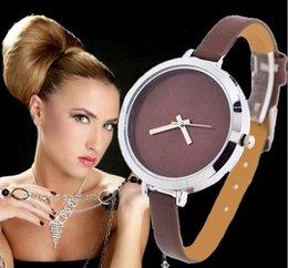 2017 cuero reloj pulsera corazón Las nuevas mujeres de la llegada visten el reloj del vestido de las mujeres del cuarzo de las señoras de los relojes del reloj de la pulsera del abrigo del cuero del corazón de los relojes cuero reloj pulsera corazón en venta